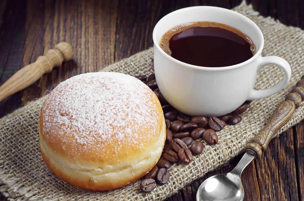 Café, pan y bollería de la mano